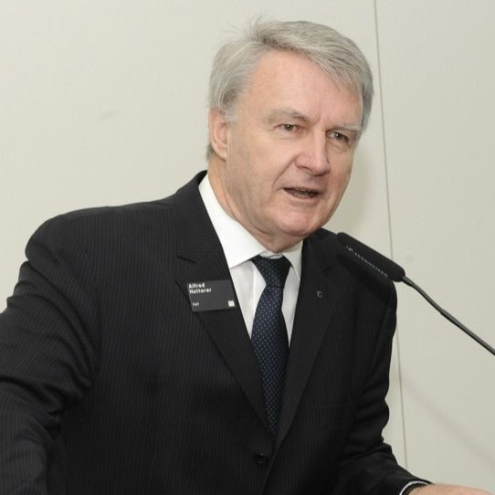 Dr. Alfred Hutterer, Geschäftsführer
